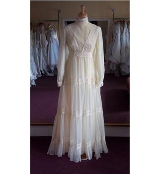 Unbranded vintage cream wedding dress size 14 oxfam gb for Oxfam wedding dress shop