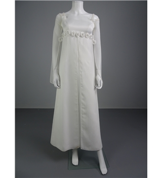 Lovely handmade 70 39 s style white size 6 wedding dress with for Oxfam wedding dress shop