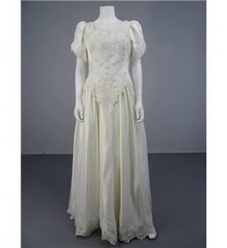 Beautiful 80 39 s style size 10 ivory wedding dress with for Oxfam wedding dress shop