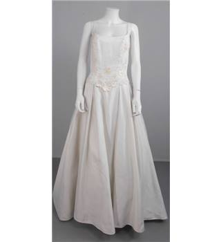 Alfred angelo classic size 14 full skirt wedding dress for Oxfam wedding dress shop
