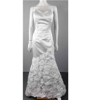 Bnwt jovani size 12 white wedding gown oxfam gb oxfam for Oxfam wedding dress shop