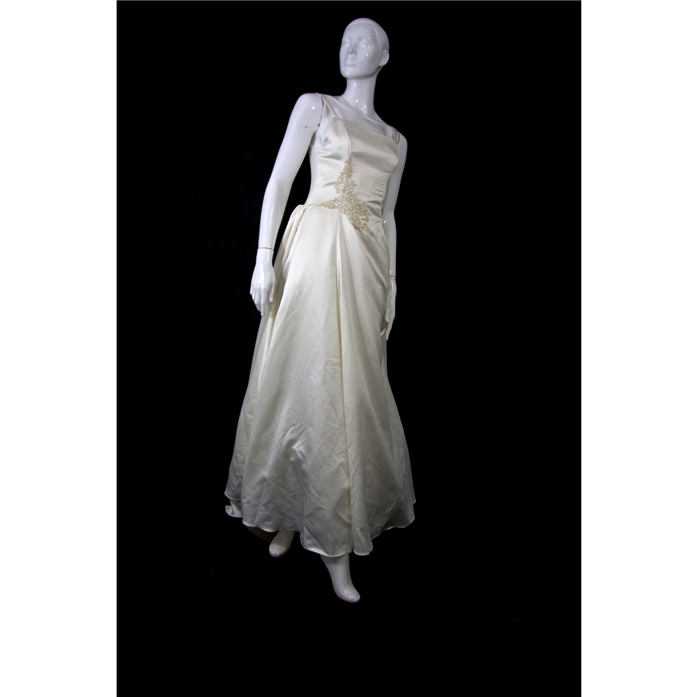 Classic style size 10 12 princess silhouette with for Oxfam wedding dress shop
