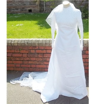 "Vintage size bust 32"" white wedding dress, veil and head dress"