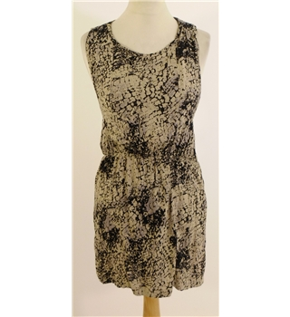 "Heaven Sent Size 10 ""Festival Shop"" Zip Back Snake Print Dress"