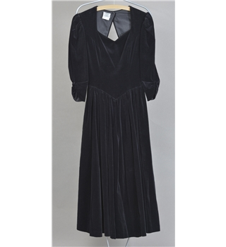 Beautiful and timeless black velvet dress from Laura Ashley - Size 8