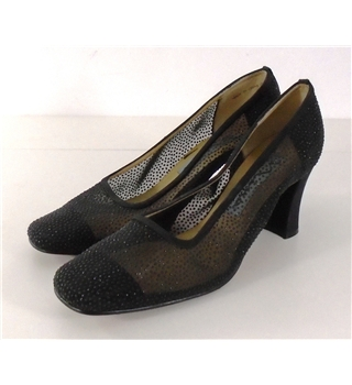 Nina Size 7.5 Black Slip-On Shoes