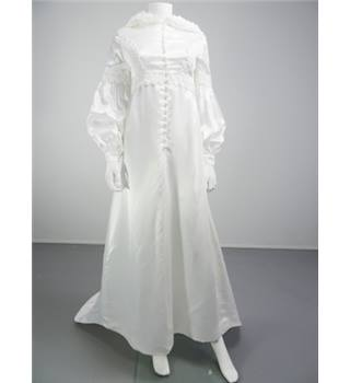 Charming Vintage 70's Handmade Hooded Ivory Size 8  Wedding Dress