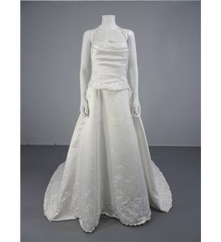 Lovely Venus Bridal Halter Neck Princess Style 12 Size Ivory Wedding Dress With Floral Detail