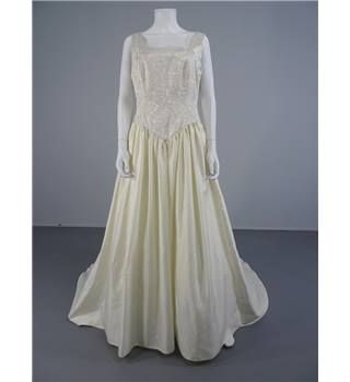 Lovely Elegant And Simple Ivory Size 16  Wedding Dress With Gold Metallic Detail