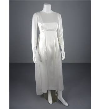 Vintage 70's Simple and Elegant Handmade White Size 8 Column Wedding Dress