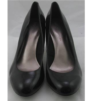 NWOT M&S Collection, size 8 black patent effect court shoes