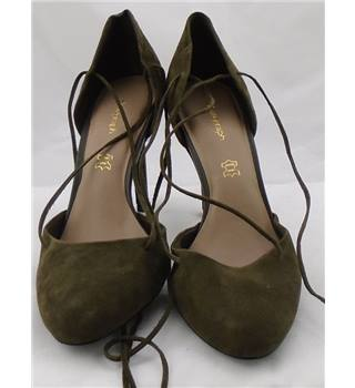 NWOT Autograph, size 8 khaki suede two-piece shoes with lace up feature