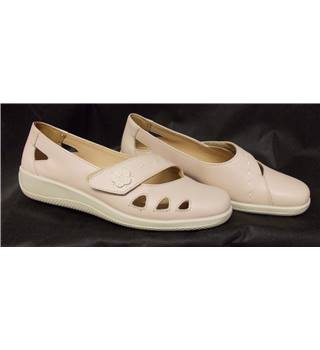 Hotter size 8 pale pink flat shoes