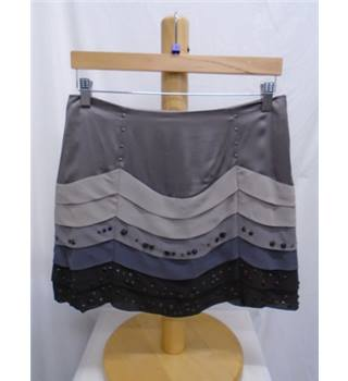 Karen Millen Size 8 Grey Skirt Karen Millen - Size: 8 - Grey - Mini skirt