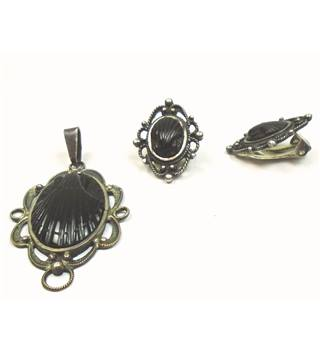 Victorian hand carved black fossilised jet mourning pendant & clip-on earrings - silver stamp