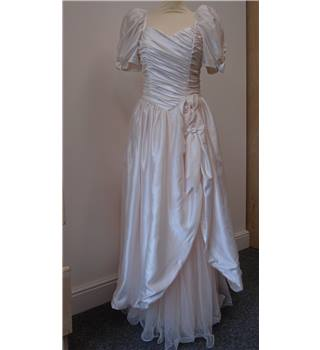 Vintage 1980's Style Wedding Dress in Ivory, Brand New  Size :Small