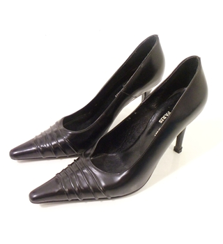 Pierre Cardin Paris Size 4/37 Ink Black Leather Party Heels
