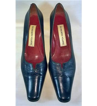 Vintage Roberto Vianni, size 5 French navy courts