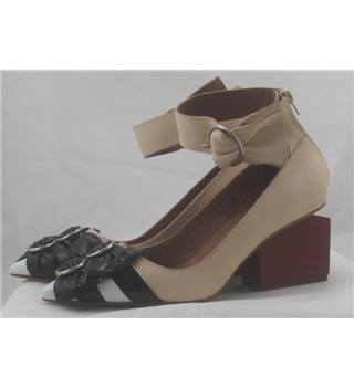 BNIB Jeffrey Campbell, size 3 taupe leather multi bow red block heeled shoes