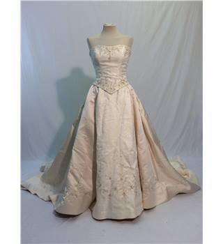 Benjamin roberts ivory bustier embroidered wedding dress for Oxfam wedding dress shop