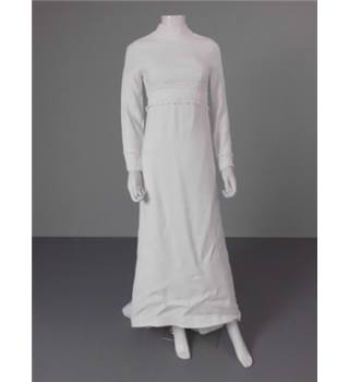 Vintage 1960s Unbranded Size 8 Ivory High Collared Column Wedding Gown