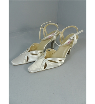Pardox London Pink Beautiful Ivory Satin Size 5.5 Pointed Toe Sandal Bridal Shoes