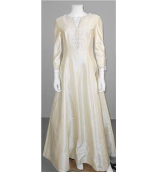 BNWT Mirror Mirror Size 10 Ivory Princess Line Wedding Dress