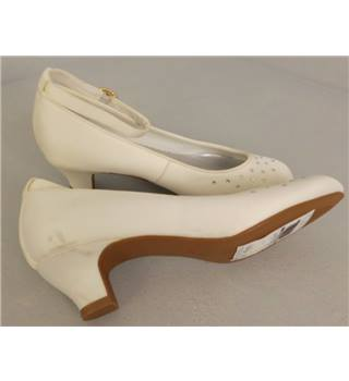 "BNWT Marks and Spencer Kids White 2"" Heeled Shoes UK Size 2"