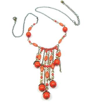 Brass tone coral pink bead link necklace