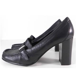 Tommy Girl Size: 4 Black Heeled Shoes