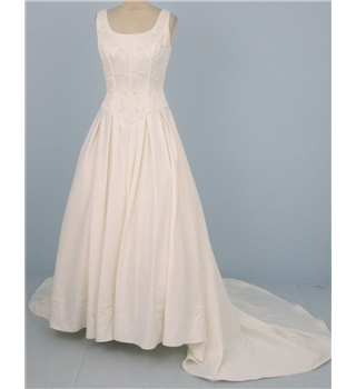 Sincerity size uk 10 ivory cream wedding dress oxfam gb for Oxfam wedding dress shop