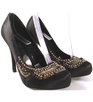 BNWOT Love Label Size 4 Beaded Detailed Stilettos