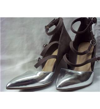 M&S Marks & Spencer - Size: 3.5 - Mink and Silver - Court shoes
