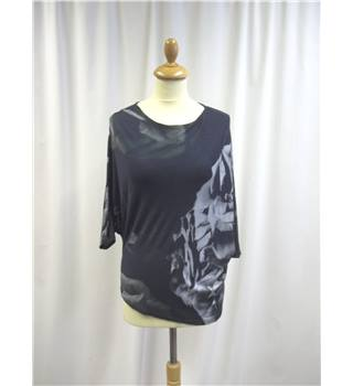 Me and Thee - Size: 10 - Grey - Flower Design - Top