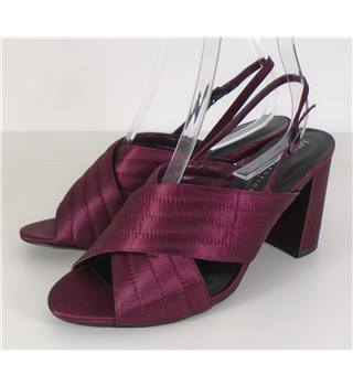 Marks & Spencer Size 7.5  Burgundy Heeled shoes