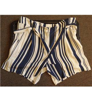 White and Navy Striped Shorts Marks & Spencer - Size: 20 - Blue