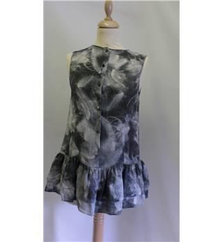 THEORY - Size: 8 - Grey floral print - Sleeveless top 100% SILK