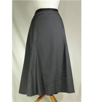 BNWT iZ - Size: M - Grey - Calf length skirt