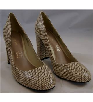 M&S Marks & Spencer Autograph Insolia - Size: 3.5 - Cream SnakeSkin - Court shoes