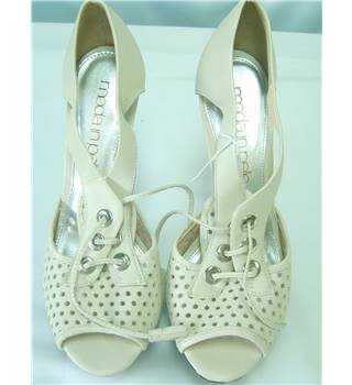 Moda In Pelle Size 6 Cream Sandals