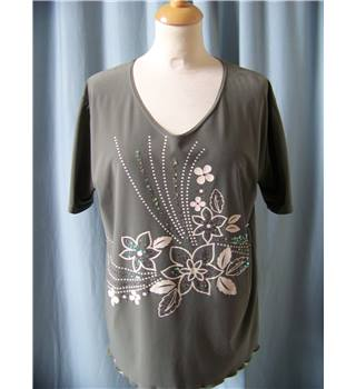 Mystique Designs- Size: 10/12 - Green - Blouse