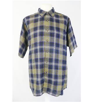 Aquascutum    size M  navy check short sleeved shirt