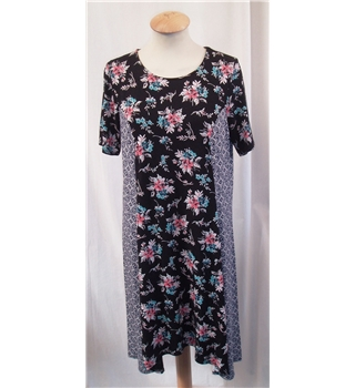 *BNWT Dolly and Danny Boutique Fashion size: 12 black/white/pink mix floral dress