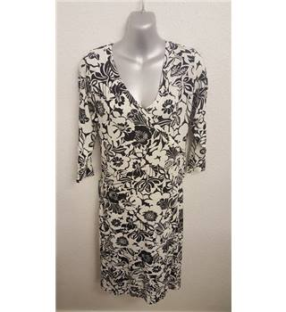 BNWT Jensen Floral patterned black and white knee length dress  - Size: 16