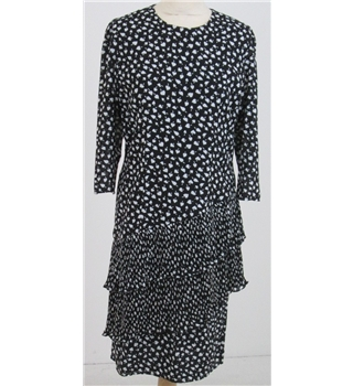 Size: M navy-black & white plisse frilled dress