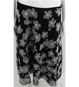 Hobbs Size 10 Black and White Monochrome Layered Net/Mesh Skirt