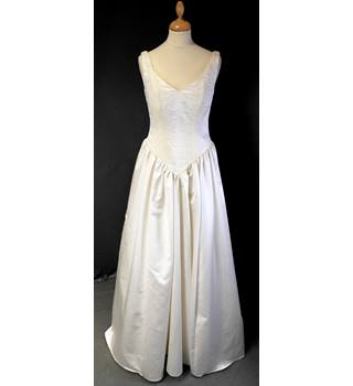 Anu Pam Size 12 Ivory Wedding Dress Anu Pam - Size: 12 - Cream / ivory - A-line wedding dress