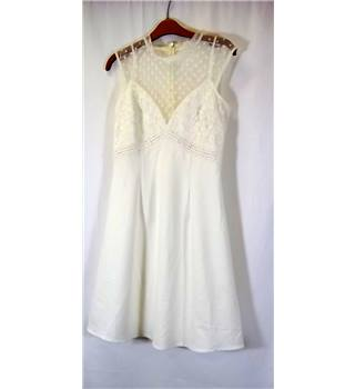 Elise Ryan - Size: 8 - Cream / ivory - Sleeveless Dress