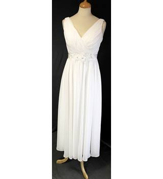 Size 10 White Wedding Dress Unbranded - Size: 10 - White - Wedding dress