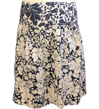 Nougat London size: M beige and navy knee length skirt